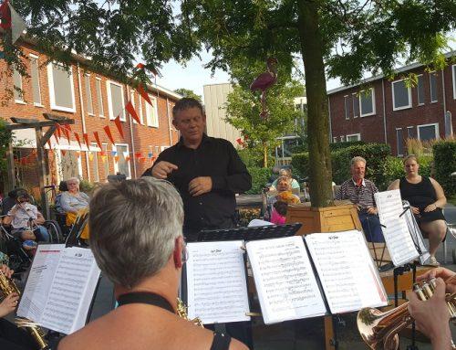 Primeur dirigent AMVZ bij tuinconcert
